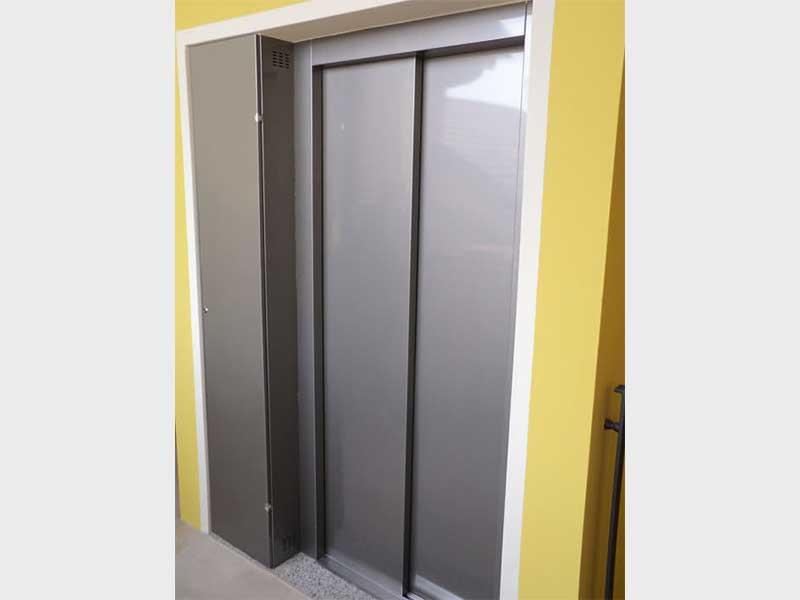 flexibler senkrechtlift f r innen und au en nullbarriere. Black Bedroom Furniture Sets. Home Design Ideas