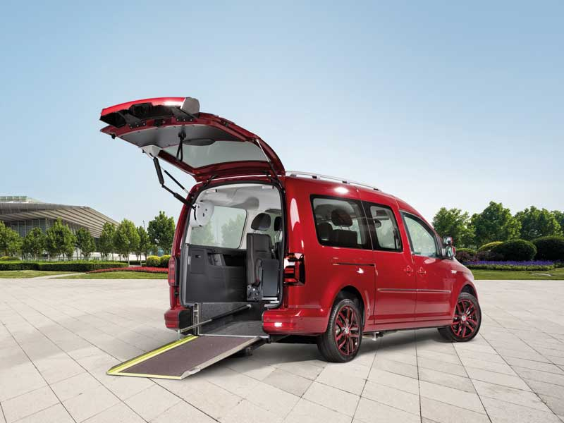 VW Caddy mit Rampe am Heck