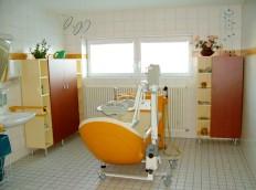 barrierefrei bauen pflegebad in altenheim pflegeheim und krankenhaus. Black Bedroom Furniture Sets. Home Design Ideas